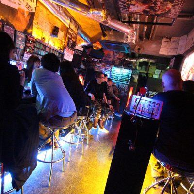 Tukka putkella Tokiossa – kurkkaus kaupungin metalliskeneen